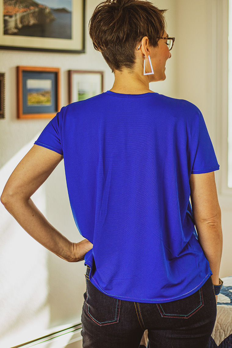 The Cass free T-shirt pattern features a rounded hem.