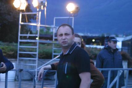 Янко Петров гледа като насран, защото му се каза, че четворицата ЯДАЙ са предатели!