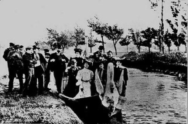 Canal Imperial 1900 _ 1900. Góndola _Sta. Cecilia_ en un pos… _ Flickr_files