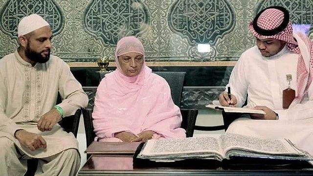 world-first-hand-made-stitched-sew-quran-pakistani-woman-1.jpg