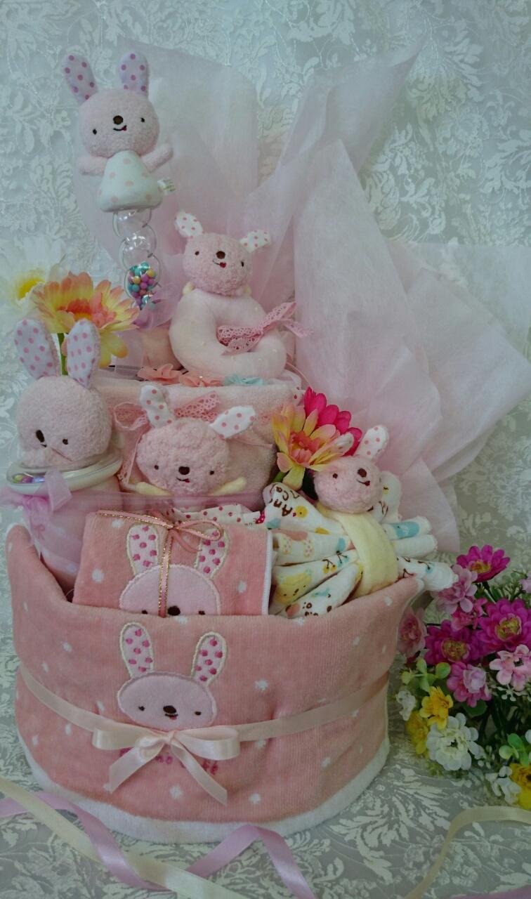 出産祝いはママもベビーも喜ぶ「おむつケーキ」を贈りませんか?