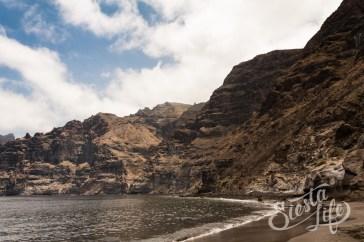 Скалы и пляж Лос-Гигантес