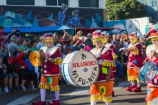 Карнавал на Тенерифе — клоуны-музыканты