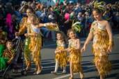 Карнавал на Тенерифе — девочки в золотых костюмах
