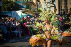 Карнавал на Тенерифе — девушка я карнавальном костюме