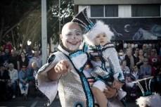 Главное шествие карнавала на Тенерифе в 2016 году — в шествии участвуют семьями