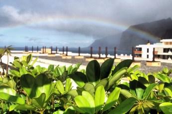 Зелень в Лос-Гигантес на фоне радуги