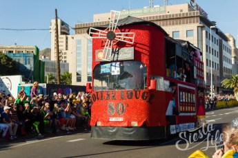 Карнавал на Тенерифе — машина на карнавале