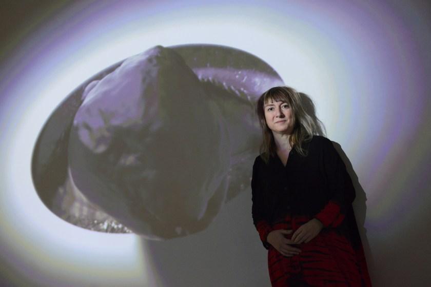 """Marina Núñez en su exposición """"El fuego de la visión"""""""
