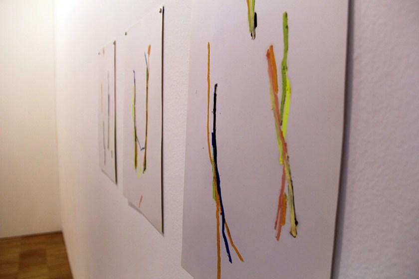 Dibujos al óleo de Ana H. del Amo en el estand de Set Espai d'Art
