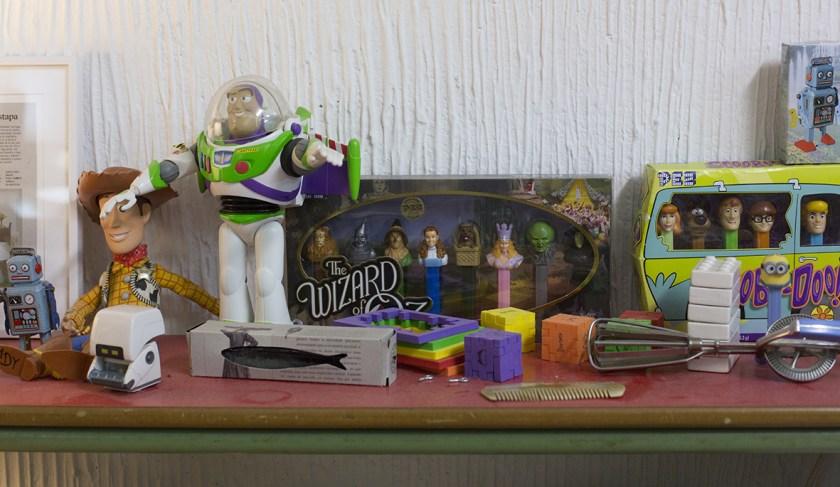 Detalle de algunos de los objetos coleccionados por el artista