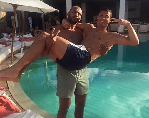 """Cristiano Ronaldo con """"un amigo"""""""