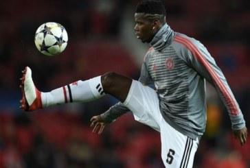 """Không tin tưởng Pogba, Mourinho hứng đủ """"gạch đá"""""""