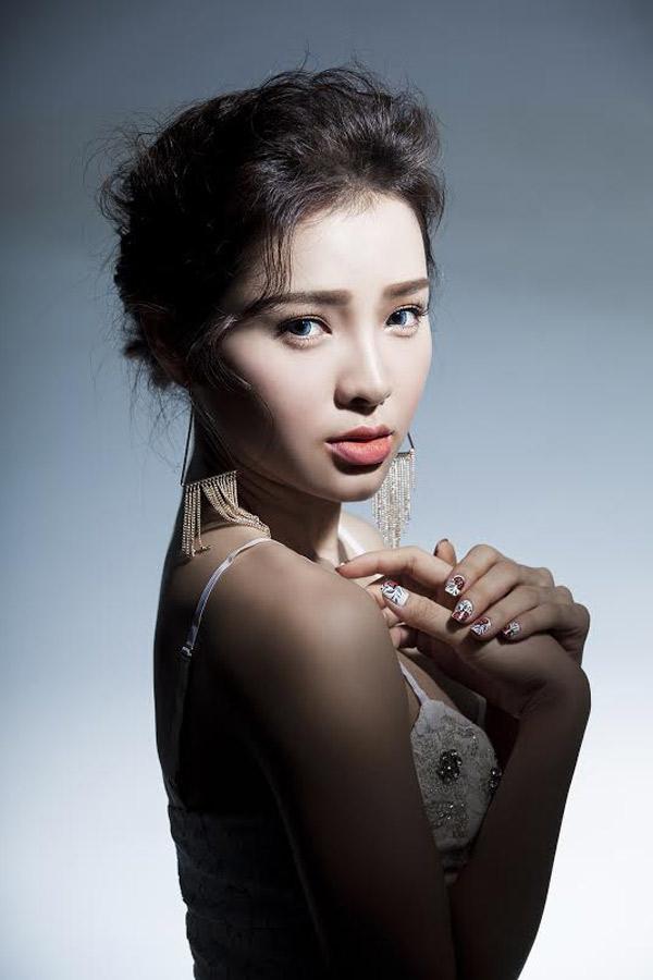 dung-hinh-vi-ve-dep-khong-goc-chet-cua-phuong-trinh-jolie (7)