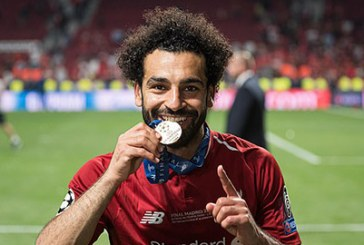 Salah úp mở chuyện ra đi, Liverpool đứng ngồi không yên