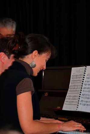 Elève adulte souriant concert fête de la musique 2009