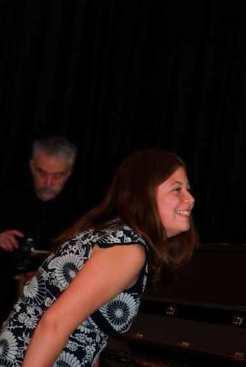 Eleve de piano heureuse
