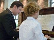 Professeur piano accompagne élève