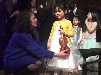 Il n'y a pas d'age pour commencer le violon :-)