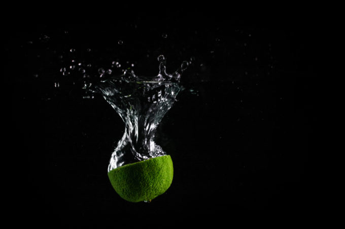 lime-in-water-with-black-background-picjumbo-com