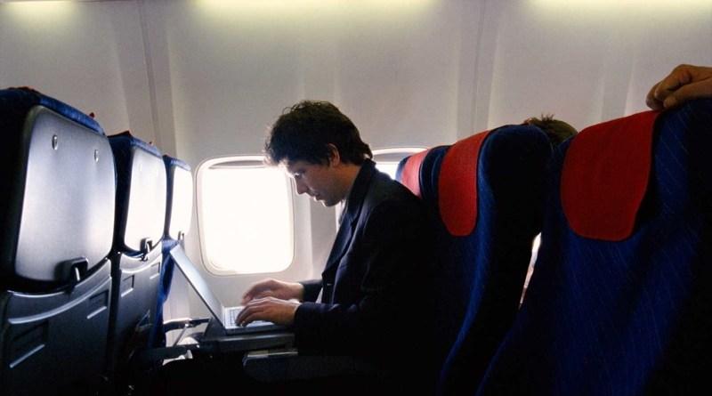 EUA determinam a liberação do uso de laptops em companhias aéreas do Oriente Médio