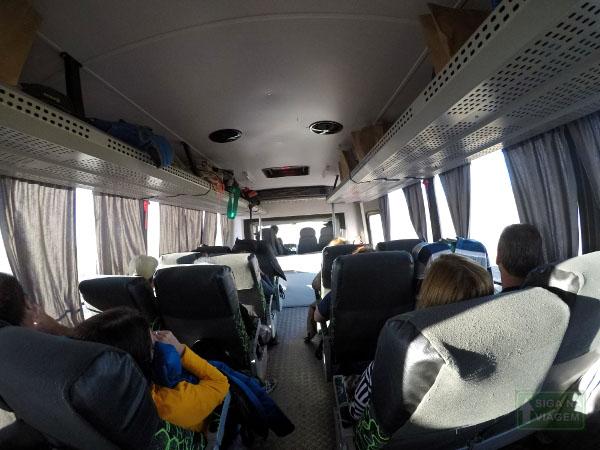 Siga na Viagem - Tour no Parque Nacional Torres Del Paine - Área interna do transporte.