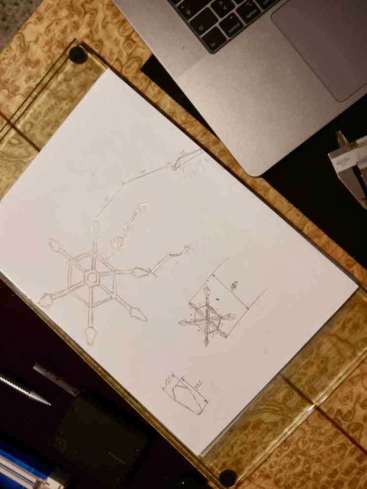 """Wir haben für den hexagonalen Werktisch noch kein Lampensystem. Also bauen """"wir"""" (ich) halt """"mal eben"""" eins..."""