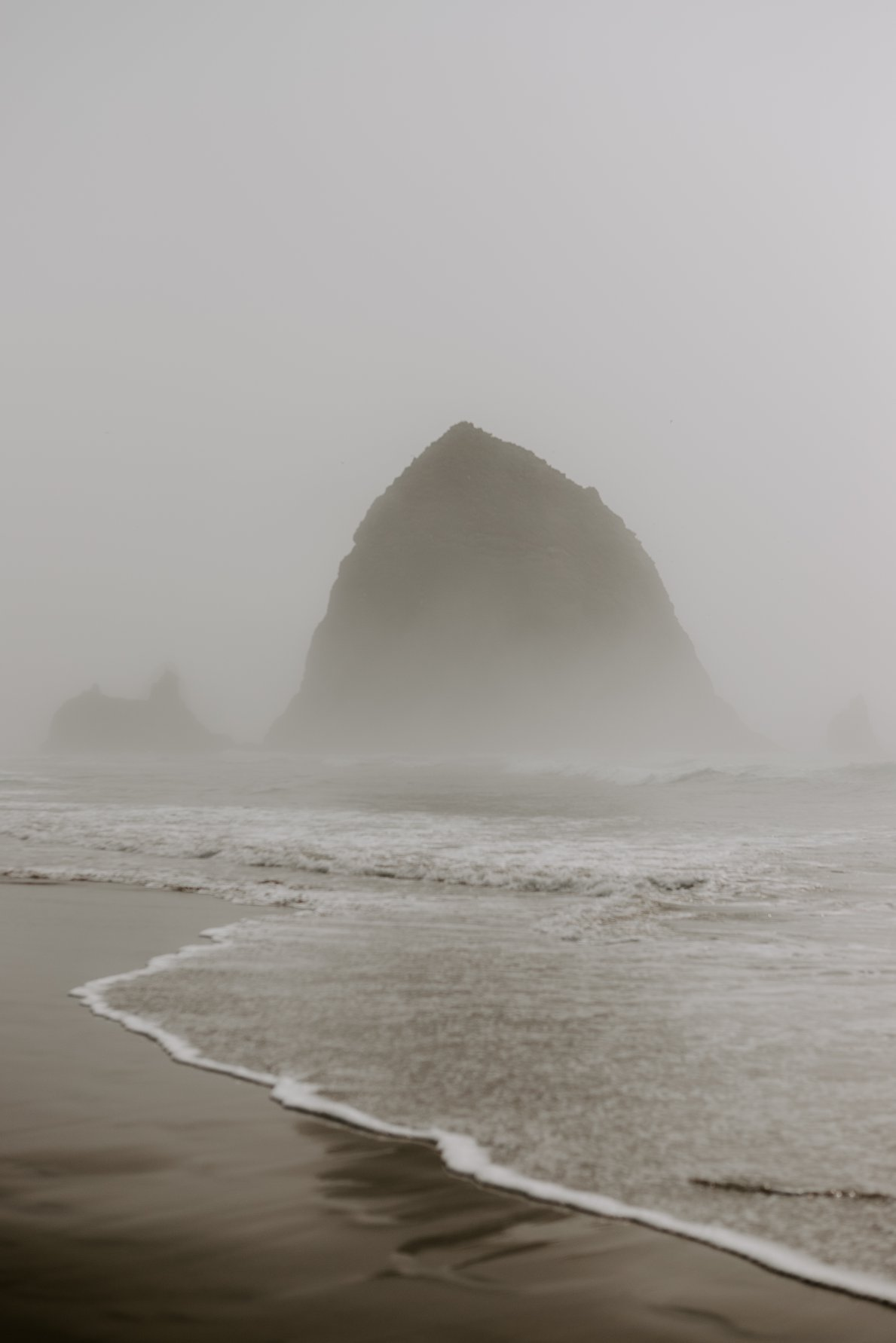 Cannon beach oregon moody landscape photogaphy