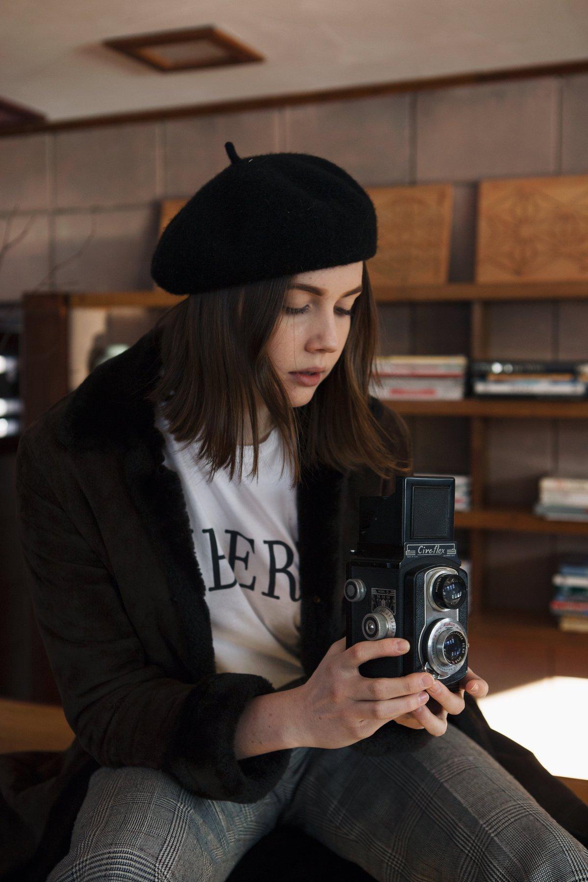 fur coat fashion portrait eppsetin house frank lloyd wright midcentury modern vintage camera beret