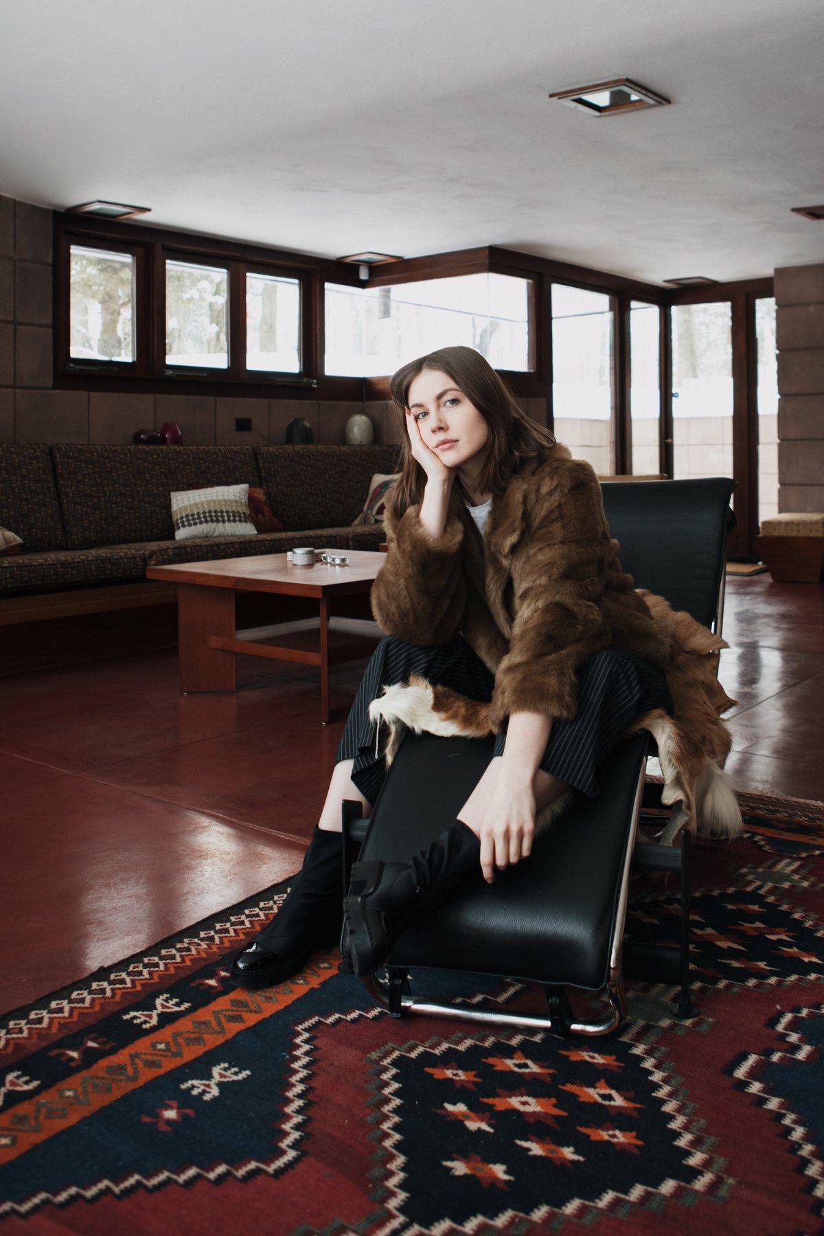 fur coat fashion portrait eppsetin house frank lloyd wright midcentury modern