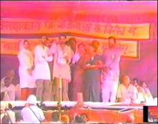 Sanjay MG, Medha tai and activists sing Desh Hit at Harsud Rally