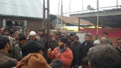At a group meeting with flood survivors, RTI team member Anjan Bilal explains the RTI Act to flood affected people in Jammu.