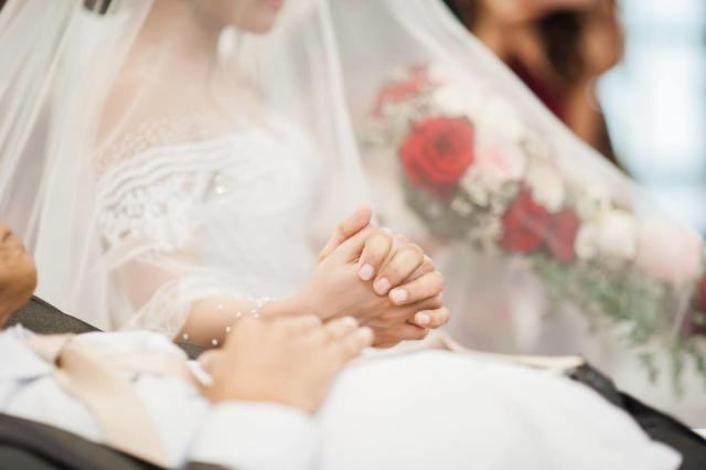 wedding, relationships, be-inspired - Unconditional love: Bedridden father 'walks' daughter down the aisle