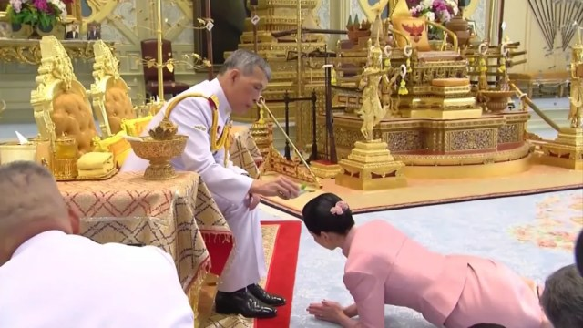 etc, be-inspired - Thailand's King Named His Consort as Queen, 3 Days Before Coronation