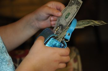 significa-soñar-con-dinero-monedero-cartera