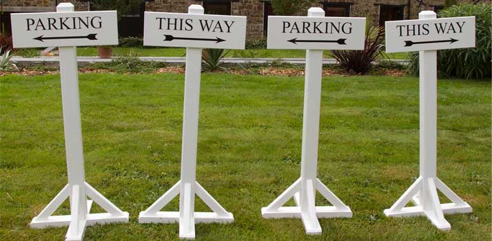Portable wooden signage that is perfect for events and weddings