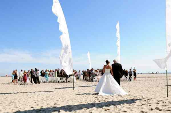 white feather flags use for wedding