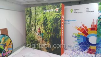 portable Pop Up display 3 x3 for road show - Merrell - size 2.25 x 2.25m