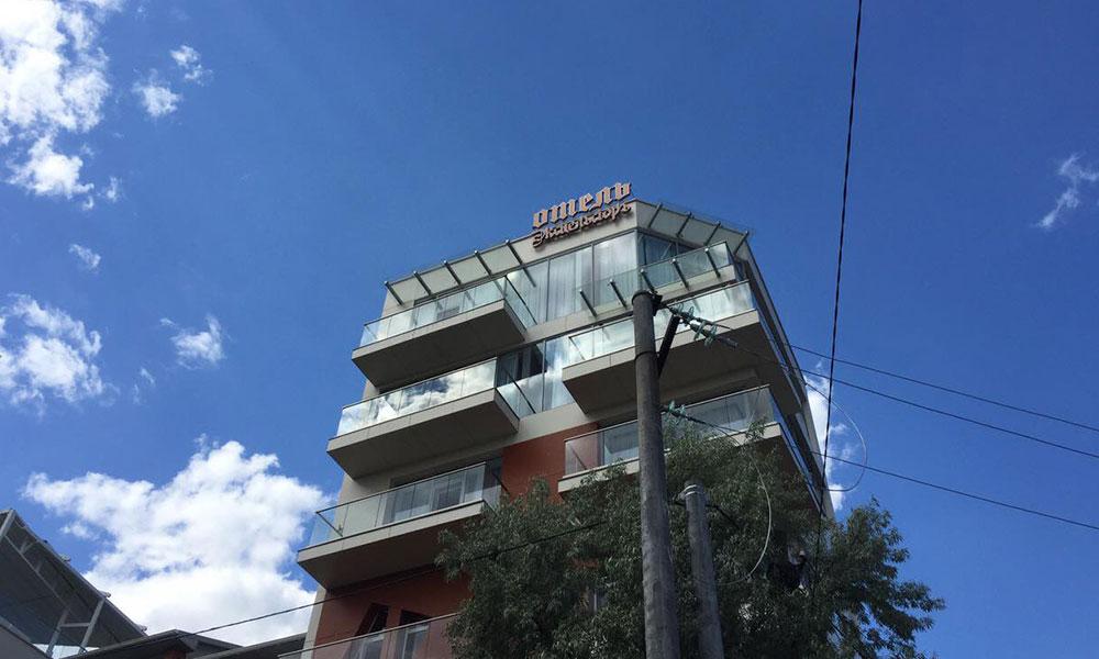 Рекламные вывески отеля