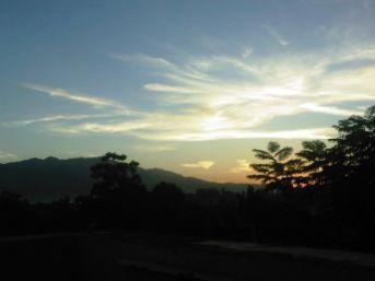 Amanecer-en-Santiago-de-Cuba-visto-desde-el-Hotel-Birret.-Foto-Anneliesse-Toranzo-Falcón-580x435