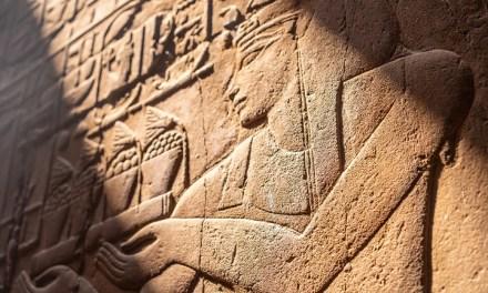 Teori Semiotik Sebagai Dasar Pemahaman Makna Benda Arkeologi