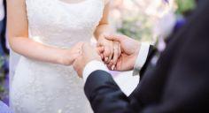 دراسة تكشف علاقة الزواج بالسعادة والاكتئاب