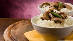 هل تصدق: الإكثار من أكل الأرز يمنع السمنة