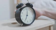 طريقة للاستيقاظ بسهولة دون منبه