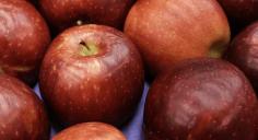 """ماذا تفعل """"تفاحة واحدة يوميا"""" في صحتك؟"""