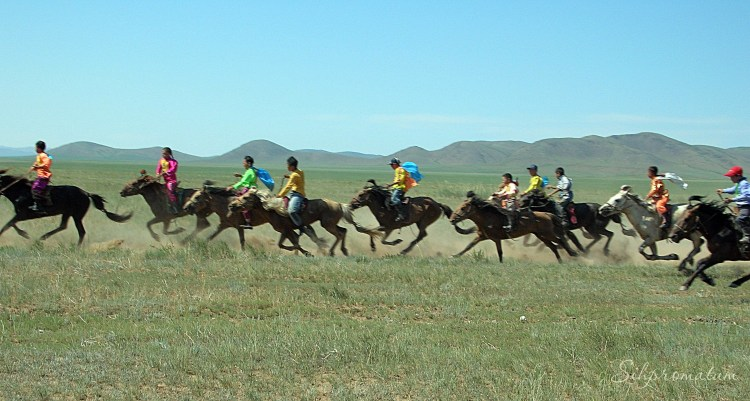 5-6-10-year-old-kids-in-a-race-mongolia