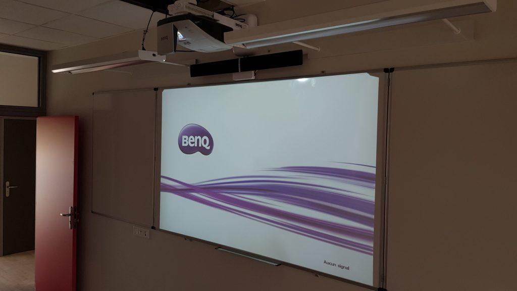 Vidéoprojecteur interactif en classe installation établissement scolaire
