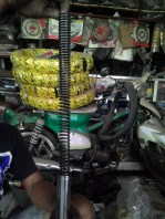 7. Ambil Inner Part Shock Berupa Cilinder, Spring Collar dan Main Spring