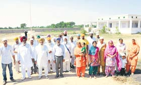 Families of Punjabi farmers at Kothara in Kutch.