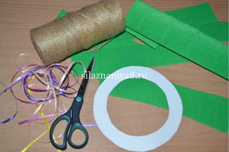 Master Class sulla produzione di una corona di Natale di carta e cartone